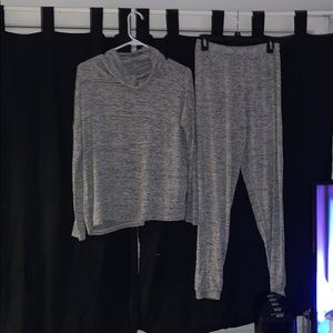 Nicole Miller turtle neck sweater with pants